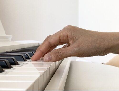 鍵盤と平行な手首