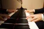 和音の弾き方のポイントは、打鍵している指の感覚をつかんで、力の向きも確認する。
