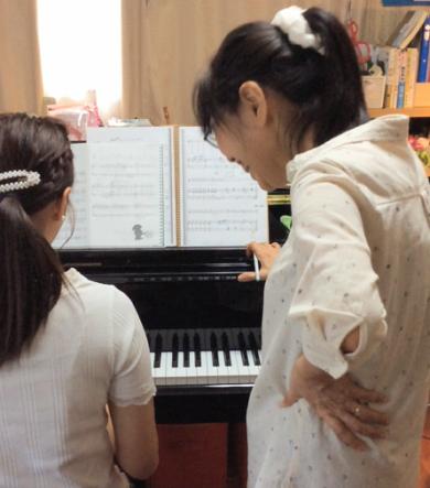 大人の生徒さんとレッスン ぴぴピアノ教室
