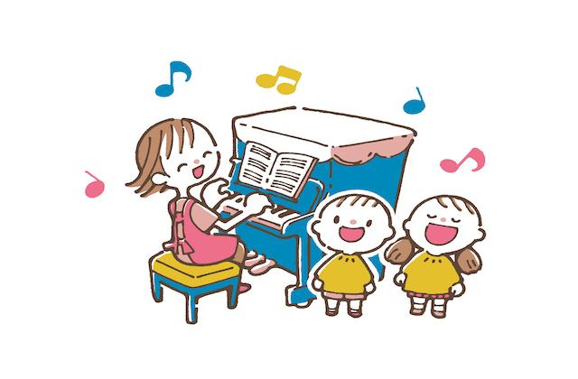 歌う保育士さんと子ども達